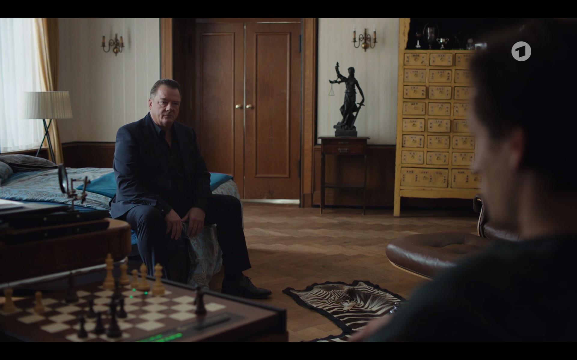 Tatort Das perfekte Verbrechen Schachcomputer Set